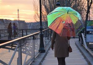 مظلة ذكية تتنبأ بحالة الطقس ومحصنة ضد الفقد