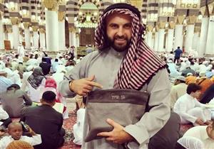 بالفيديو والصور .. يهودي إسرائيلي في المسجد النبوي الشريف