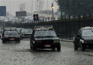 المرور تحذر السائقين من استخدام الفرامل بشكل مفاجئ بسبب الأمطار