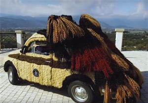 بالفيديو والصور.. سيارة مغطاة بالشعر الآدمي تدخل موسوعة جينيس