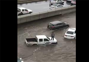بالفيديو.. جدة تغرق في السيول