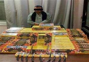 """ضبط 16 """"مطواة"""" و144 ألف قطعة ألعاب نارية بحوزة مدرس في المنيا"""