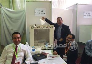 أيمن يونس يدلي بصوته في انتخابات الزمالك