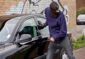 بالفيديو.. لصوص يسرقون سيارة باهظة الثمن خلال دقيقة بطريقة مبتكرة