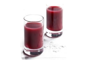 يحتوي على هرمون النوم.. عصير الكرز يساعد على التخلص من الأرق