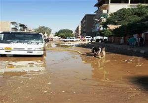 بالصور.. محافظ سوهاج يعلن الانتهاء من إصلاح كسر ماسورة مياه بجوار مدرسة بدار السلام