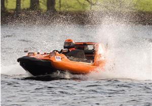 """جيرمي كلارسون يحطم الرقم القياسي بسيارة """"Bond Bug"""" البر مائية"""