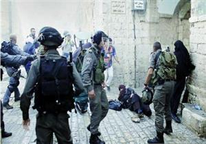 لحظة اعتداء الاحتلال الإسرائيلي على أطفال ونساء فلسطنيين - فيديو