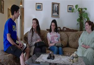 """أحداث الحلقة 39 من """"سابع جار"""": حَمل """"مي"""" وحُب """"دلال"""" للبابا شنودة (فيديو)"""