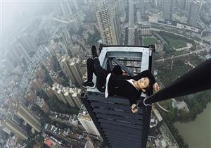 بالفيديو والصور.. نهاية مرعبة لمتسلق أسطح سقط من الطابق 62