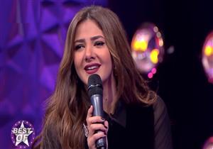 """دنيا سمير غانم تشارك ضيوف """"عيش الليلة"""" بأغنية شعبية -فيديو"""