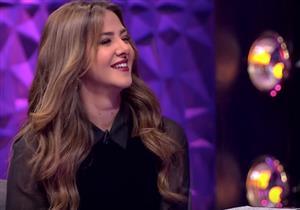 """دنيا سمير غانم تقلد أنغام بأغنية """"اَه لو لعبت يا زهر"""" -فيديو"""