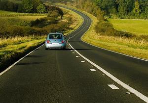 5 نصائح هامة للسفر بالسيارة بأقل كمية من الوقود.. تعرف عليها