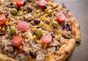 """طريقة تحضير """"بيتزا بالتونة""""- فيديو"""