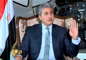 """وزير الطيران: """"عندنا مضيفات موقوفة لزيادة الوزن"""" - فيديو"""