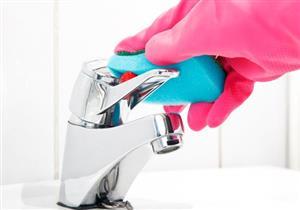 نصائح لتنظيف إكسسوارات الكروم في الحمام بسهولة