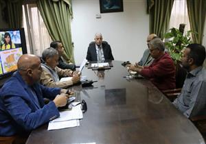 محافظ جنوب سيناء يناقش المشروعات التنموية بشرم الشيخ