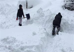 عاصفة تضرب مدينة أمريكية بثلوج ارتفاعها 165 سنتيمترا