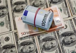 الدولار يصعد في 3 بنوك ويتراجع ببنك مصر مع نهاية التعاملات