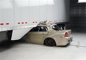 كيف تحمي الحواجز الجانبية بالشاحنات السيارات المحيطة بها؟