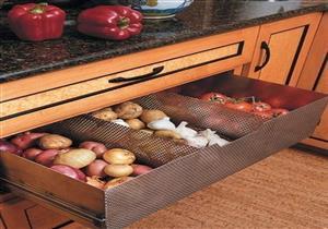 7 أخطاء تجنبيها عند تخزين الطعام.. منها وضع البطاطس بجوار البصل