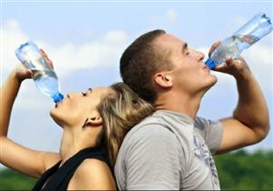 هل شرب الماء يسبب الكرش؟