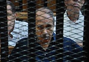 """""""العادلي"""" يغادر النيابة بعد إنهاء إجراءات تنفيذ حكم سجنه 7 سنوات"""