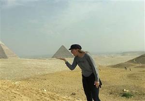 بالصور.. بعد مشاركتها في مهرجان القاهرة هيلاري سوانك توجه رسالة للمصريين
