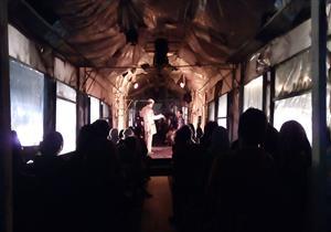 """عرض مسرحية """"مُسافر ليل"""" داخل قِطار.. وضع المشاهدين في التجربة"""