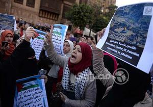 """بالصور- في الأزهر.. """"جاي من البلاد البعيدة"""" لأجل القدس"""