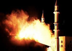 بعد احتراق مسجدهم .. يهود تكساس يسلمون مفاتيح كنيسهم للمسلمين ليقيموا فيه الصلاة