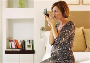 مستحضرات تجميل المرأة الحامل تؤثر على بدء سن المراهقة لدى الأبناء