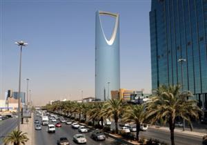 بالفيديو- وزير سعودي يفاجئ موظفيه بهذا التصرف
