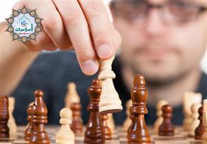 أنا شاب متدين وأحب الحياة والاستمتاع بها فهل لعب الشطرنج جائز أن لا؟