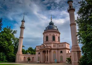 """بالصور: """"المسجد الأحمر"""".. من مسجد إلى نادى ليلى.. إلى أين المستقر؟"""