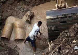 الآثار تنتهي من رفع قطع تمثال المطرية استعدادًا لنقله إلى المتحف المصري