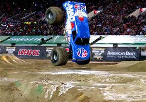 """بالفيديو.. أول قفزة أمامية عكسية لـ""""سيارة متوحشة"""" في العالم"""
