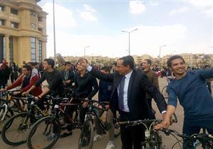نائب رئيس جامعة القاهرة يشارك في ماراثون دراجات بكلية التجارة- صور