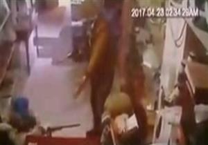 بالفيديو- سطو مسلح على أحد المحلات الكبرى بالغربية