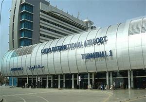 مطار القاهرة يضبط صاحب شركة سياحة اتهمه 97 معتمرًا بالنصب عليهم