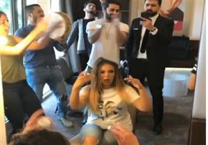"""بالفيديو -  إسراء عبد الفتاح """"تزغرد"""" خلال استعدادها لعقد القرآن"""