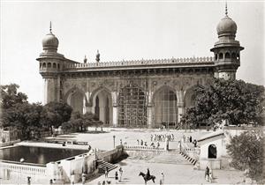 جولة مصورة داخل أقدم أثر دينى بالهند.. مسجد مكة الكبير