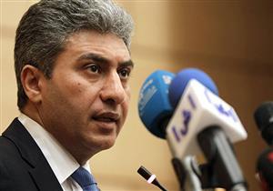 وزير الطيران يغادر باريس عائدًا إلى القاهرة