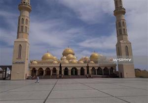 بالصور.. مسجد الميناء الجديد بالغردقة.. قِبلة السياحة الدينية بكل اللغات