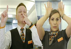بالفيديو- ماذا تعني الإشارات السرية بين طاقم الطائرة؟