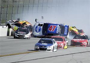 بالفيديو.. حادث تصادم يتسبب في تحطم 18 سيارة بحلبة سباقات بأمريكا