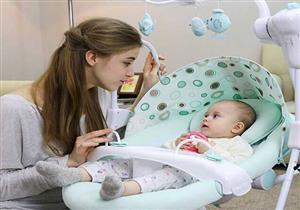 باحثون يحذرون من مخاطر هز الرضع