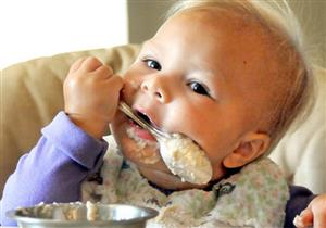 هذا ما سيحدث لطفلك اذا تناول البسكويت بالشاي في عامه الأول