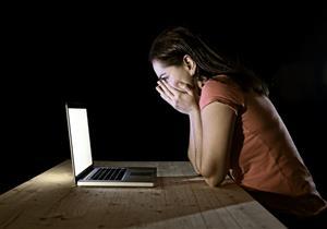 طالبة جامعية تروي تفاصيل ابتزازها بصور إباحية على الفيس بوك