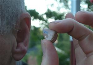 تحذيرات من خطورة التباطؤ في شراء سماعة الأذن